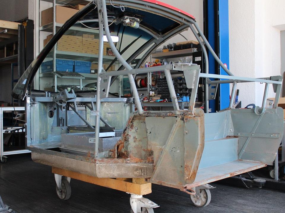 Rahmen auf der Alu-Batteriewanne